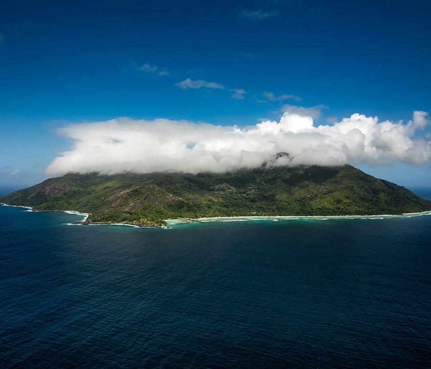 Hilton Seychelles Labriz Resort & Spa - a sziget felülről (Seychelle szigeteki utazások)