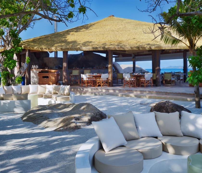 Six Senses Zil Pasyon Hotel - parti étterem (Seychelle szigeteki utazások)