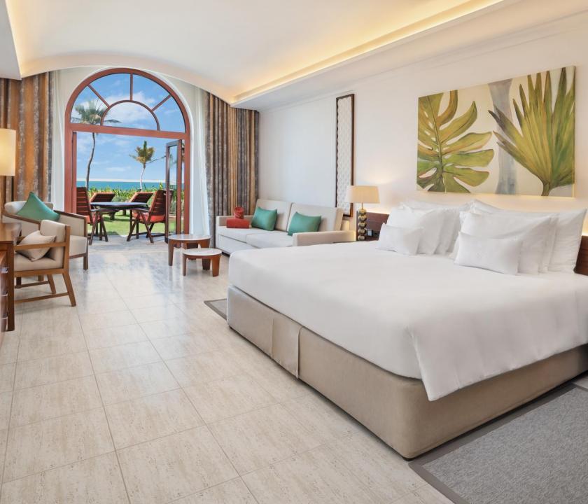 JA Palm Tree Court Hotel / Beachfront terrace junior suite (Dubai utazások)