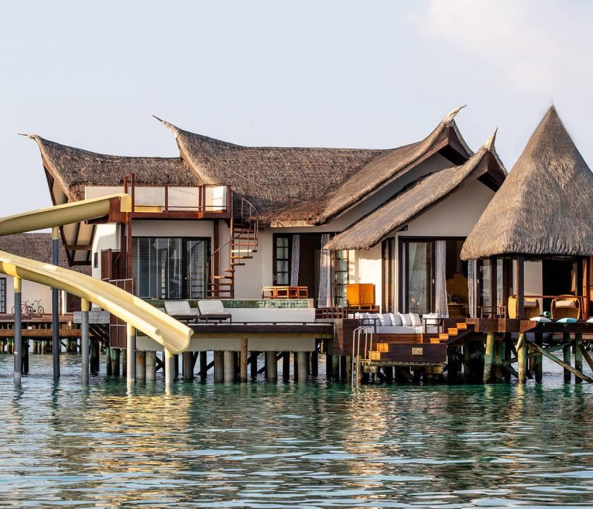 Jumeirah Vittaveli / Infinity Pool Ocean Villa with Slide (Maldív-szigeteki utazások)