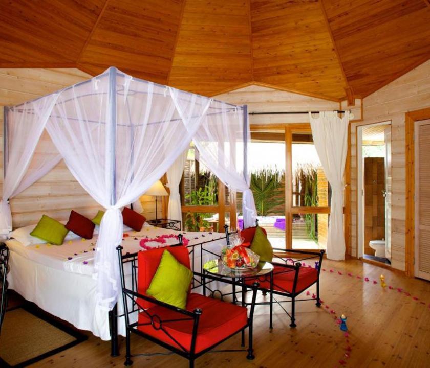 Kuredu Island Resort & Spa / Jakuzzi Beach Villa (Maldív-szigeteki utazások)