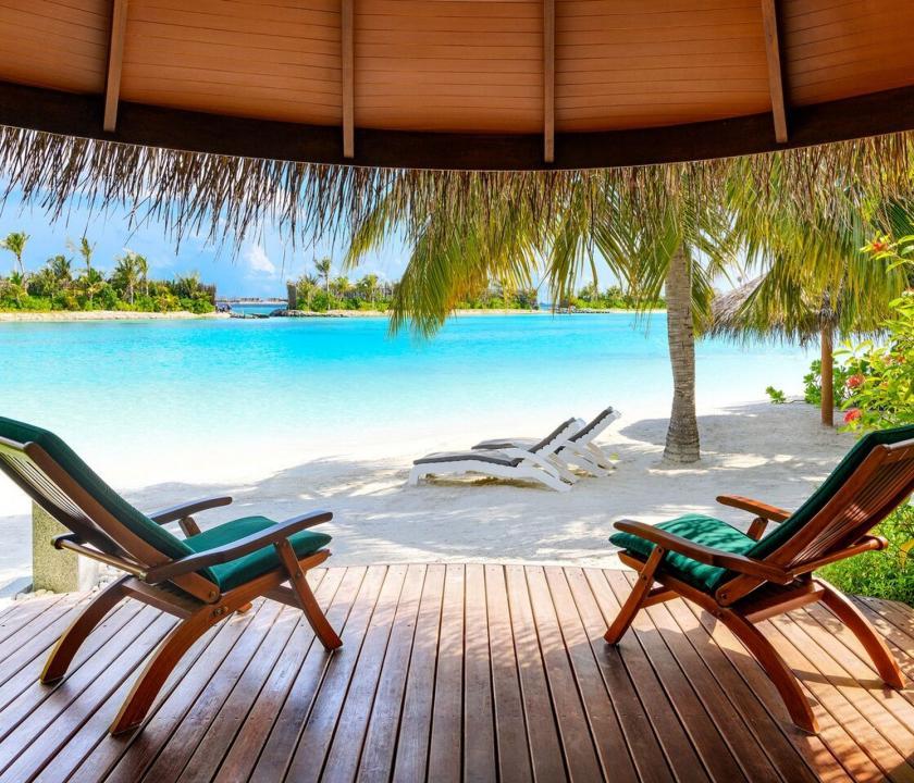 Sheraton Maldives Full Moon Resort & Spa / Beachfront Cottage (Maldív-szigeteki utazások)
