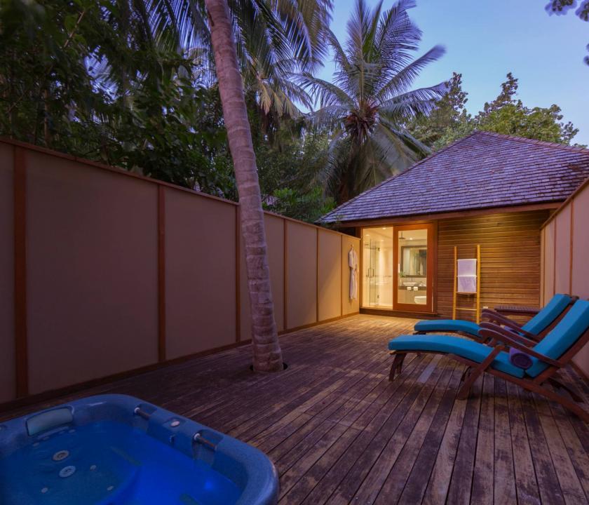 Veligandu Island Resort & Spa / Jacuzzi Beach Villa (Maldív-szigeteki utazások)