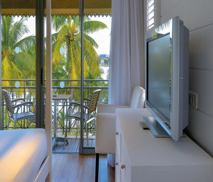 Mauricia Beachcomber Resort & Spa / Suite (Honeymooner Suite) (Mauritiusi utazások)