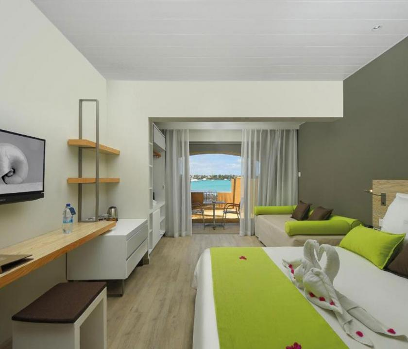Mauricia Beachcomber Resort & Spa / Superior Beachfront room (Mauritiusi utazások)