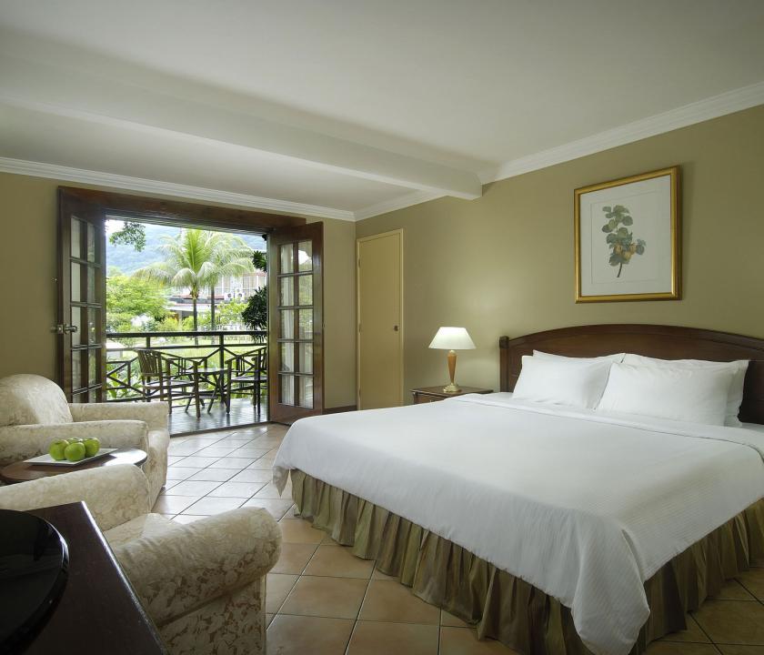 Berjaya Beau Vallon Bay Resort & Casino / Deluxe room (Seychelle szigeteki utazások)
