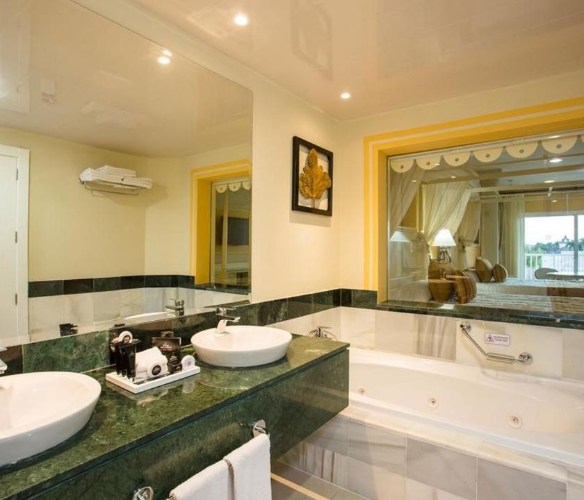 Bahia Principe Luxury Bouganville / Deluxe Junior Suite - fürdőszoba (Dominikai utazások)