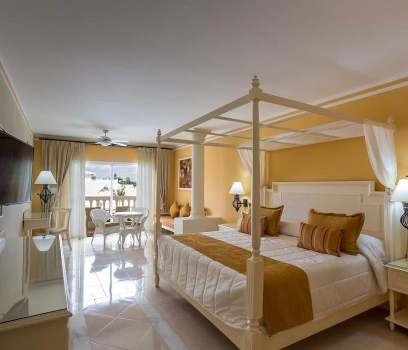 Bahia Principe Luxury Bouganville / Deluxe Junior suite Ocean front - hálószoba (Dominikai utazások)