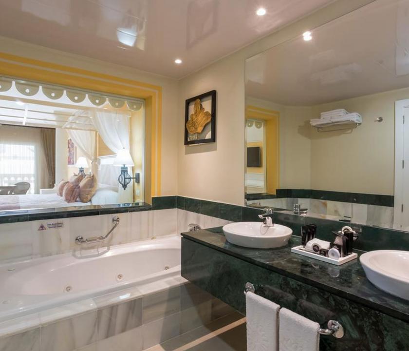 Bahia Principe Luxury Bouganville / Deluxe Junior suite Pool side - fürdőszoba (Dominikai utazások)