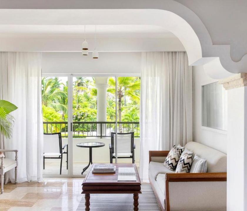 Paradisus Palma Real Golf & Spa Resort / Deluxe Junior Suite Garden view (KJR) - nappali (Dominikai utazások)