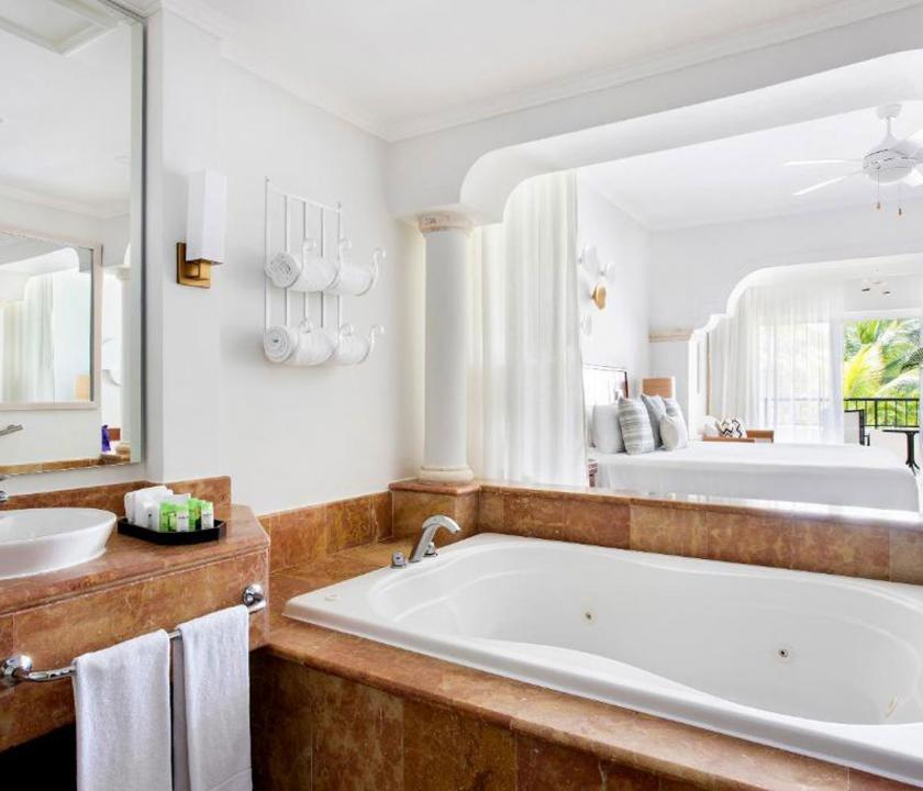 Paradisus Palma Real Golf & Spa Resort / Deluxe Junior Suite Garden view (KJR) - fürdőszoba (Dominikai utazások)