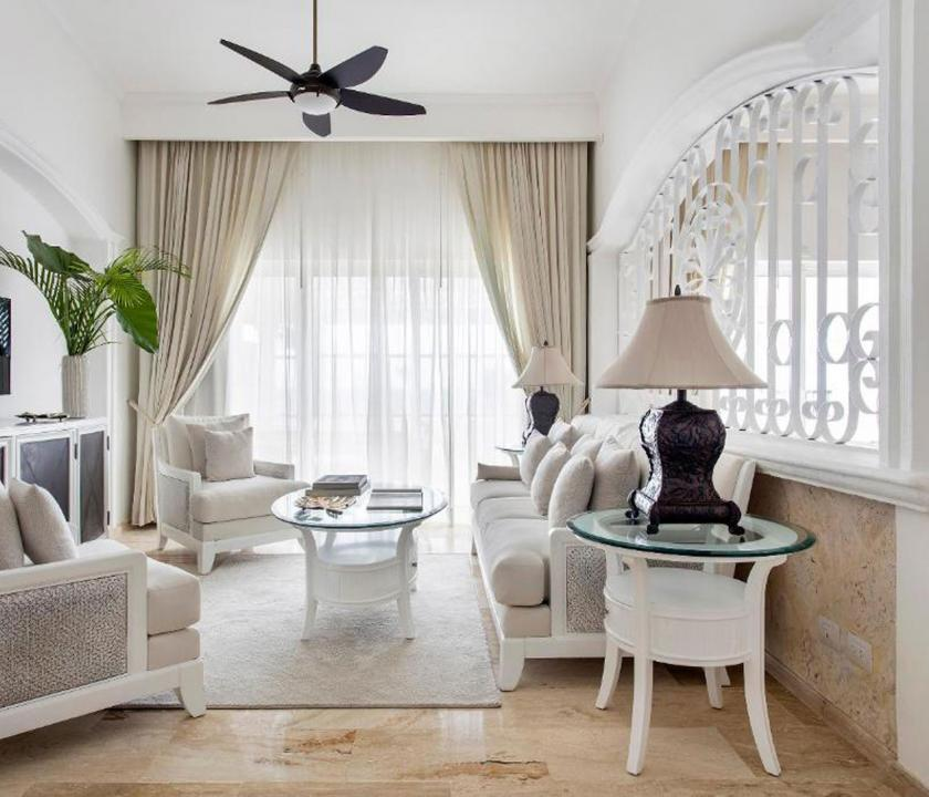 Paradisus Palma Real Golf & Spa Resort / Royal Service Imperial Romance Ocean Front (KJM) - nappali (Dominikai utazások)