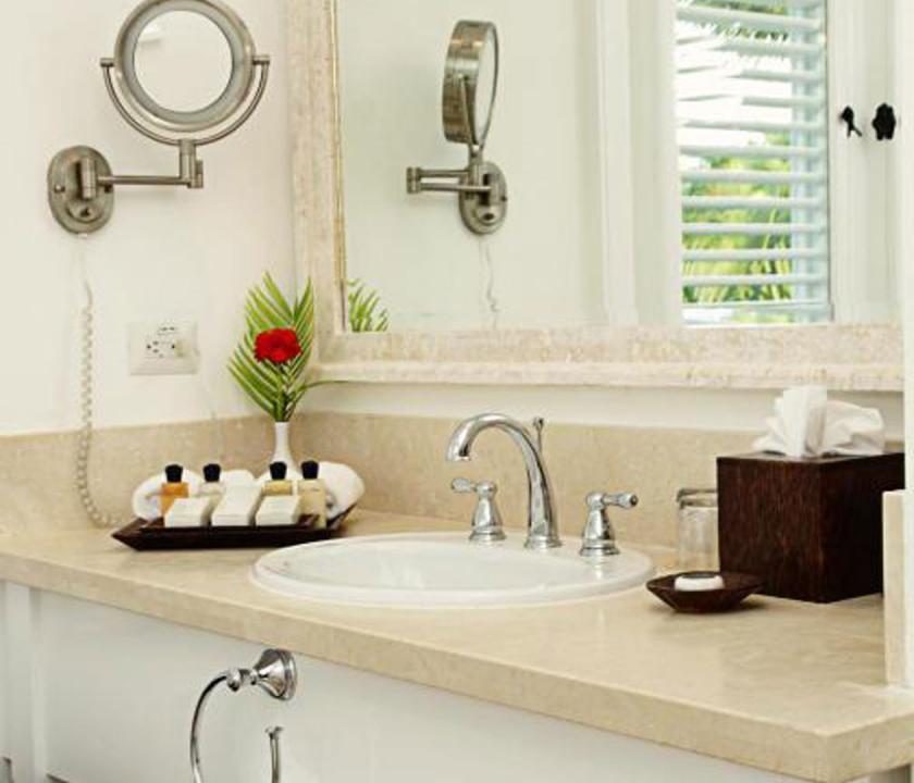 Tortuga Bay Puntacana Resort & Club / 2 Bedroom Standard Suite (ocean view) - fürdőszoba (Dominikai utazások)