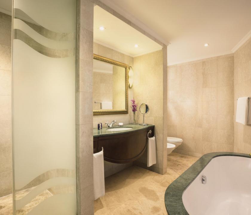 JA Beach Hotel / Premium one bedroom family suite - fürdőszoba (Dubai utazások)