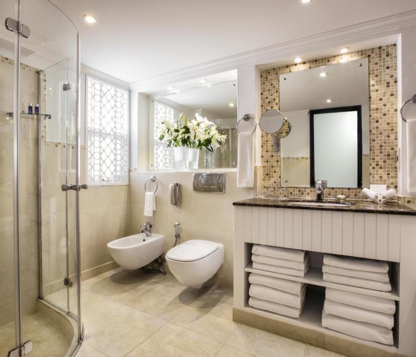 JA Hatta Fort Hotel / Deluxe Mountain view room - fürdőszoba (Dubai utazások)