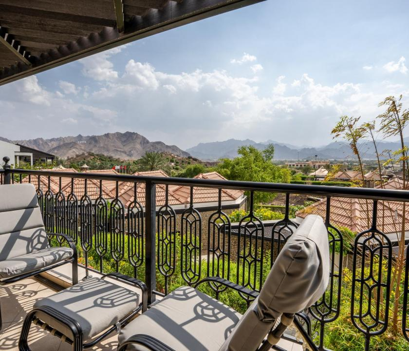JA Hatta Fort Hotel / Deluxe Mountain view room - terasz (Dubai utazások)