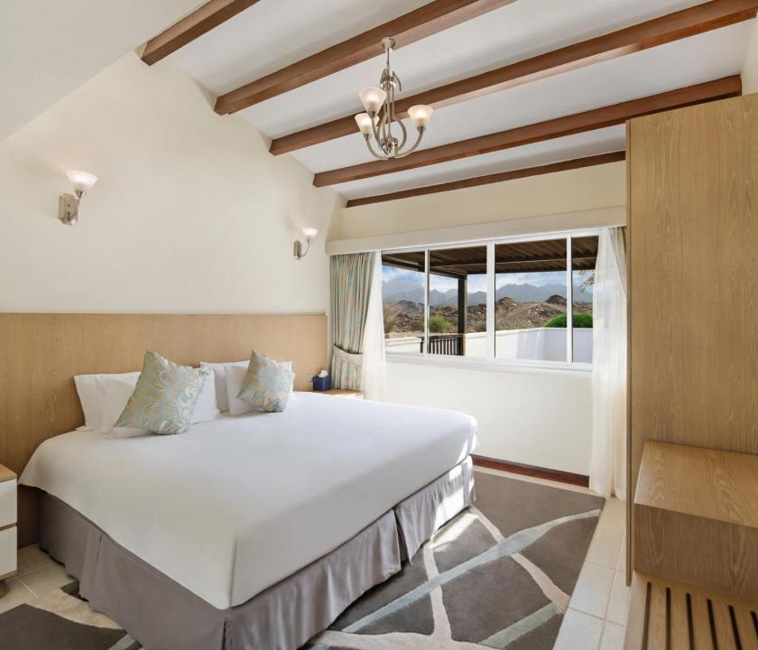 JA Hatta Fort Hotel / Three Bedroom Deluxe villa - hálószoba (Dubai utazások)