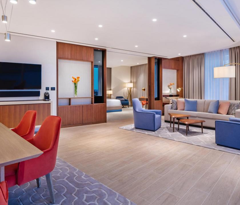 JA Lake View Hotel / One bedroom terrace suite - nappali (Dubai utazások)