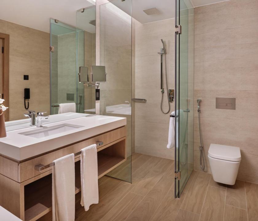 JA Lake View Hotel / Resort Course View room - fürdőszoba (Dubai utazások)