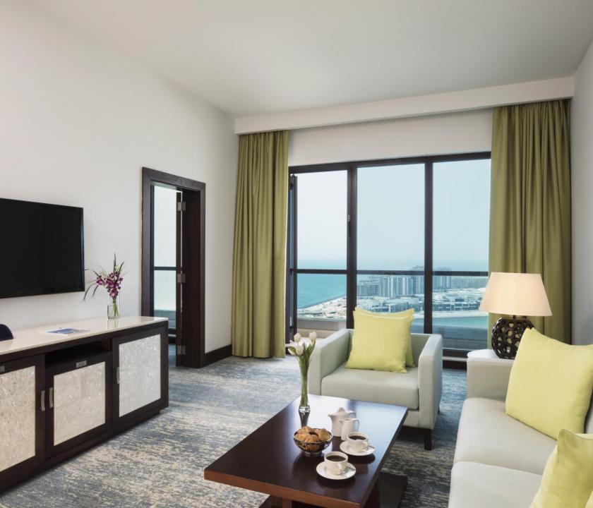 JA Ocean View Hotel / Family one bedroom suite - nappali (Dubai utazások)
