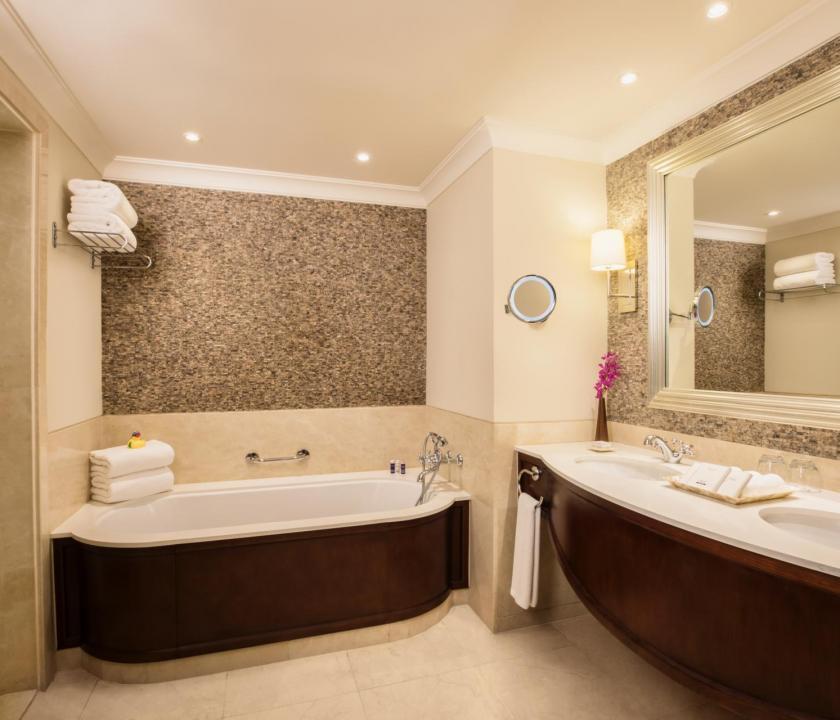 JA Palm Tree Court Hotel / Seaview one bedroom suite - fürdőszoba (Dubai utazások)