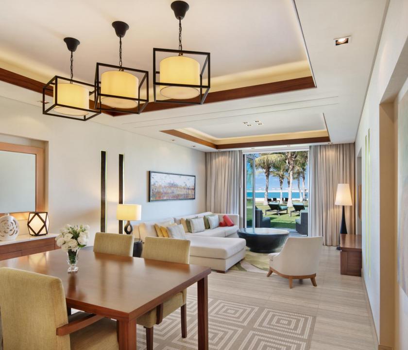 JA Palm Tree Court Hotel / Seaview residence junior suite - nappali (Dubai utazások)