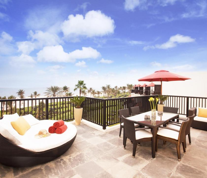 JA Palm Tree Court Hotel / Seaview residence two bedroom suite - terasz (Dubai utazások)
