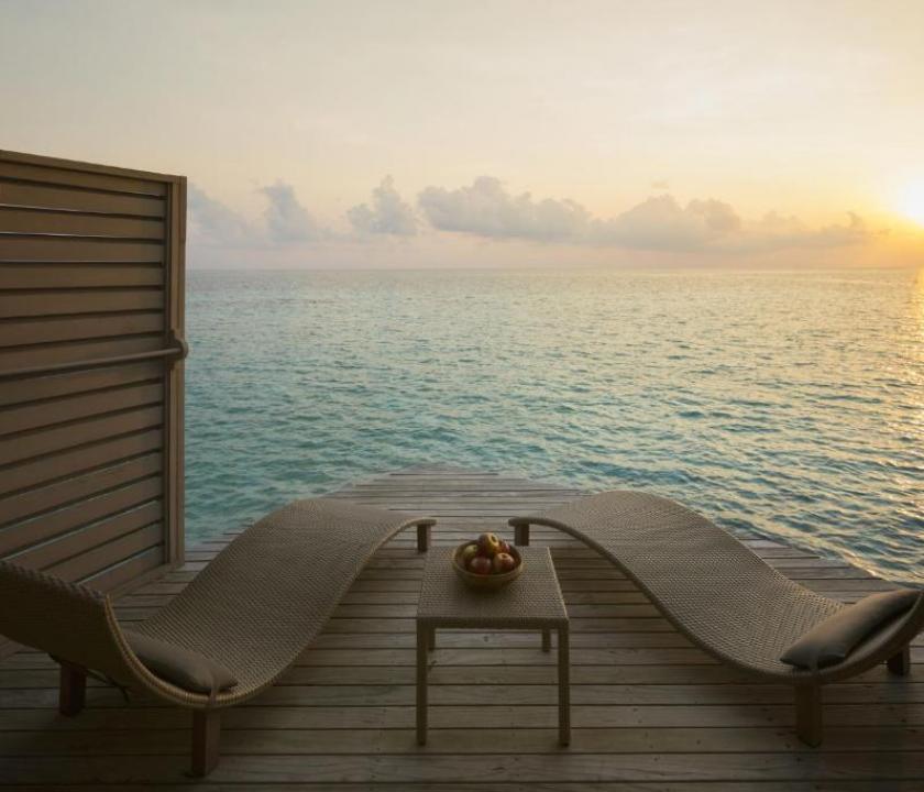 Centara Ras Fushi Resort & Spa Maldives / Deluxe Sunset Water Villa (Maldív-szigeteki utazások)