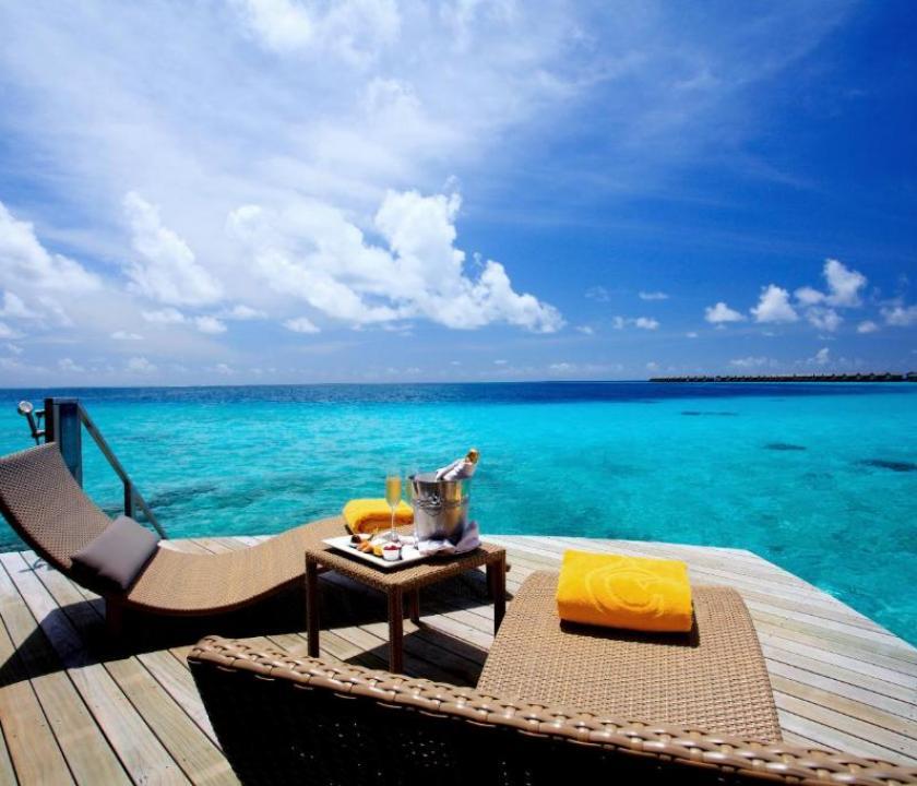 Centara Ras Fushi Resort & Spa Maldives / Deluxe Water Villa (Maldív-szigeteki utazások)