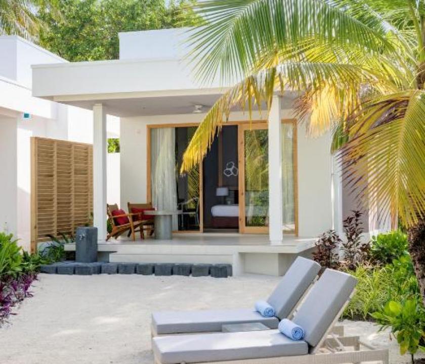 Dhigali Maldives / Deluxe Beach Bungalow (Maldív-szigeteki utazások)