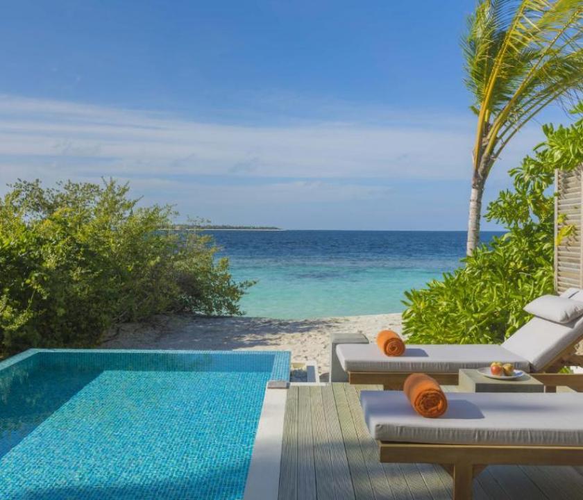 Dhigali Maldives / Beach Villa with Pool (Maldív-szigeteki utazások)