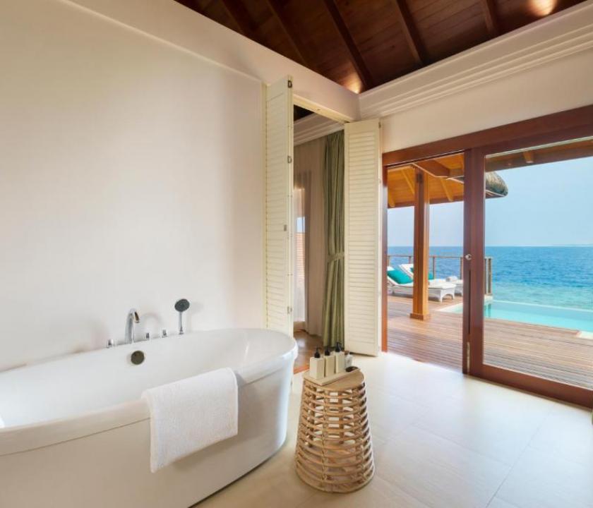 Dusit Thani Maldives / Water Villa with Pool (Maldív-szigeteki utazások)
