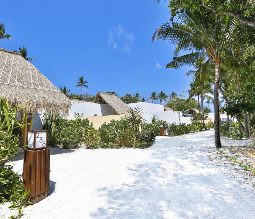 Emerald Maldives Resort & Spa / Beach Villa - bejárat (Maldív-szigeteki utazások)