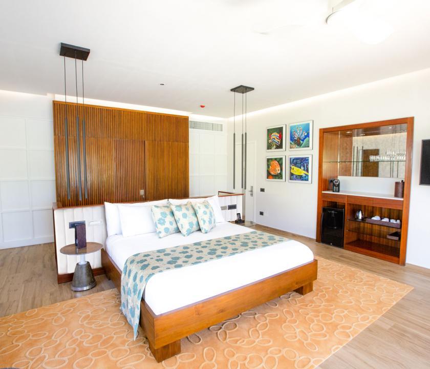 Emerald Maldives Resort & Spa / Beach Villa - hálószoba (Maldív-szigeteki utazások)