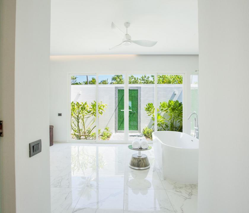 Emerald Maldives Resort & Spa / Beach Villa - fürdőszoba (Maldív-szigeteki utazások)