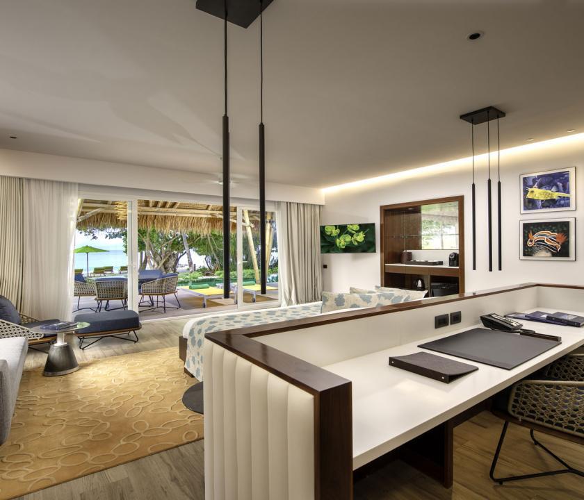 Emerald Maldives Resort & Spa / Family Beach Villa with Pool - nappali (Maldív-szigeteki utazások)