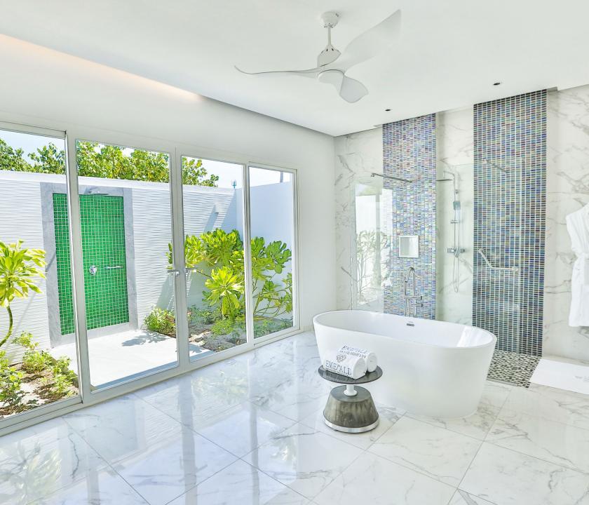 Emerald Maldives Resort & Spa / Jacuzzi Beach Villa - fürdőszoba (Maldív-szigeteki utazások)
