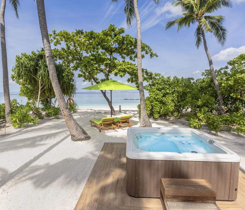 Emerald Maldives Resort & Spa / Jacuzzi Beach Villa - jakuzzi (Maldív-szigeteki utazások)