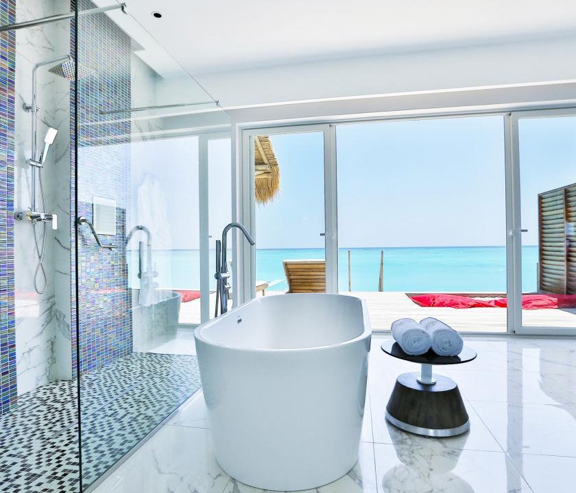 Emerald Maldives Resort & Spa / Jacuzzi Water Villa - fürdőszoba (Maldív-szigeteki utazások)