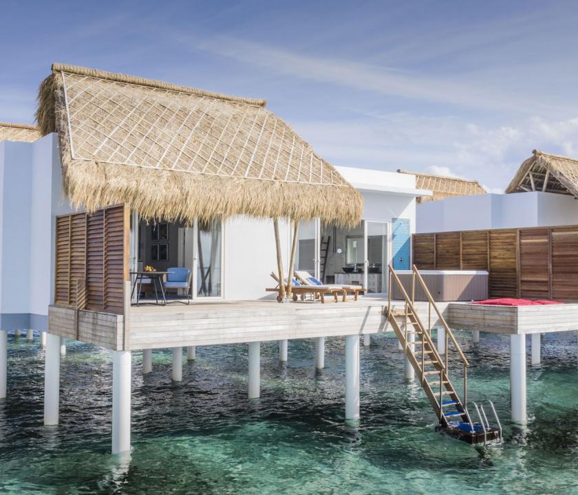 Emerald Maldives Resort & Spa / Jacuzzi Water Villa - a villa kívülről (Maldív-szigeteki utazások)
