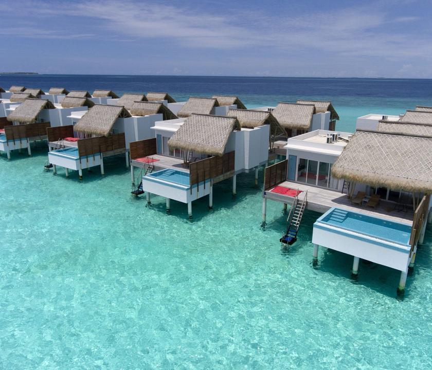 Emerald Maldives Resort & Spa / Water Villa with Pool - a villák kivülről (Maldív-szigeteki utazások)