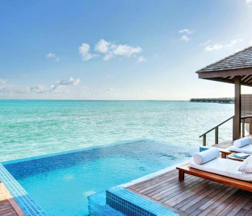 Hideaway Beach Resort & Spa / Deluxe Water Villa with Pool (Maldív-szigeteki utazások)