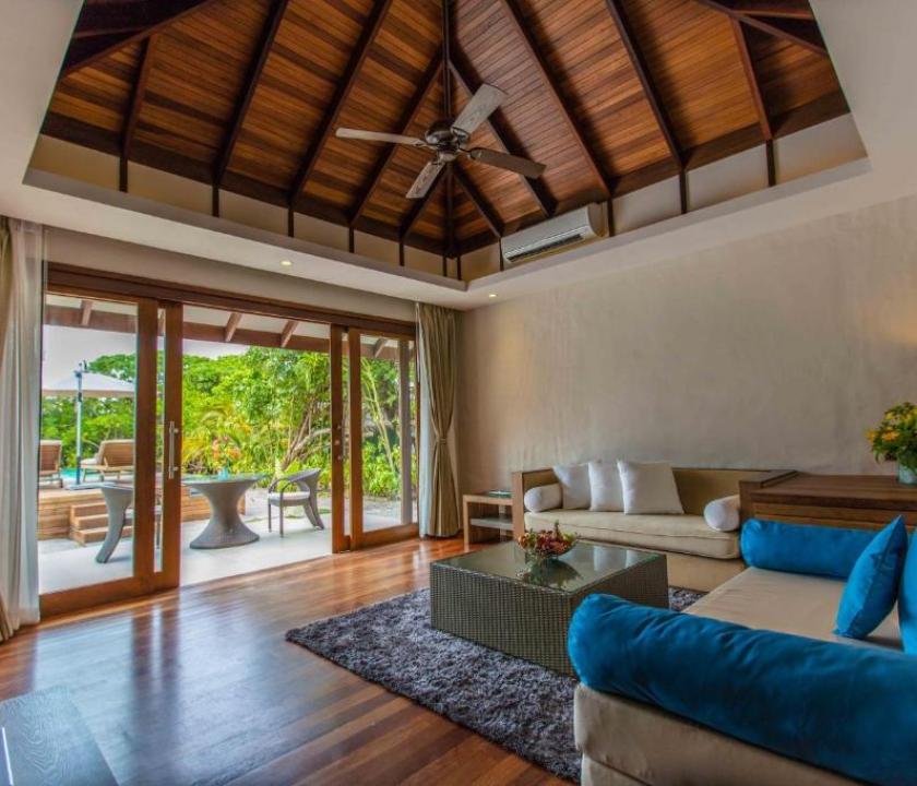 Hideaway Beach Resort & Spa / Deluxe Sunset Beach villa with Pool (Maldív-szigeteki utazások)