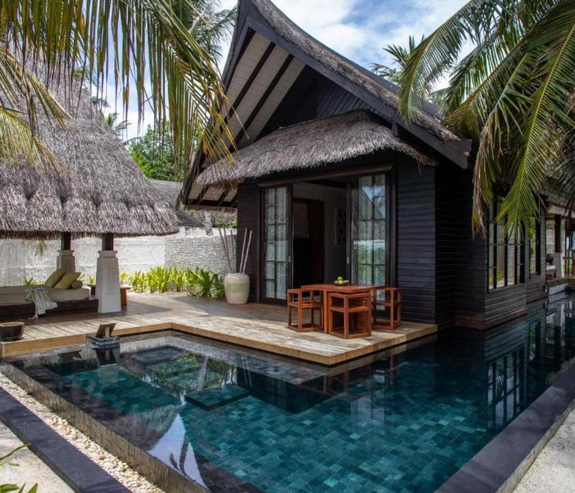 Jumeirah Vittaveli / Two Bedroom Beach Villa with Pool Sunrise (Maldív-szigeteki utazások)