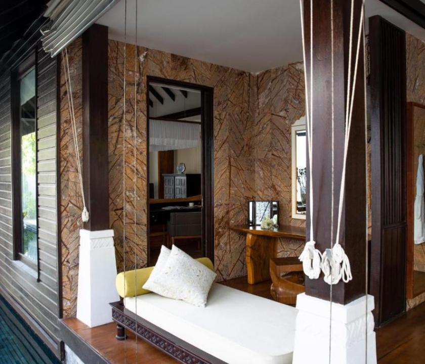 Jumeirah Vittaveli / Beach Villa Pool Sunrise (Maldív-szigeteki utazások)