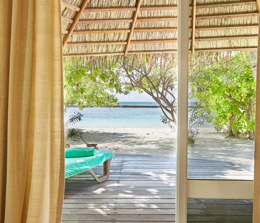 Kuredu Island Resort & Spa / Beach Bungallow - kilátás a szobából (Maldív-szigeteki utazások)