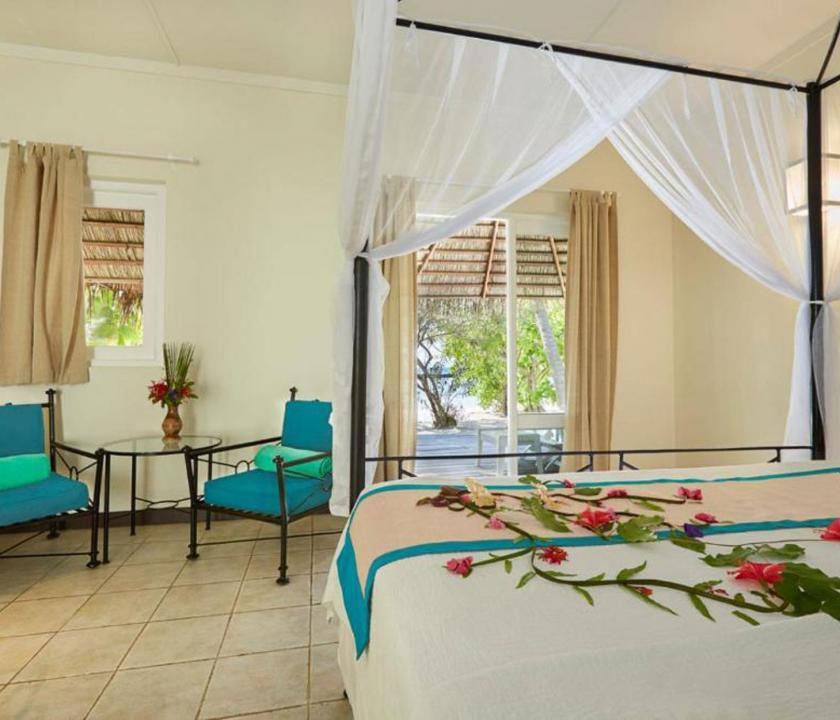 Kuredu Island Resort & Spa / Beach Bungallow - hálószoba (Maldív-szigeteki utazások)
