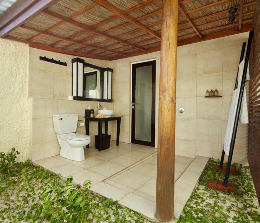 Kuredu Island Resort & Spa / Beach Bungallow - fürdőszoba (Maldív-szigeteki utazások)