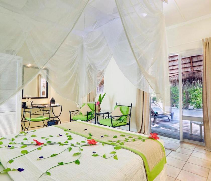 Kuredu Island Resort & Spa / Garden Bungallow - hálószoba (Maldív-szigeteki utazások)