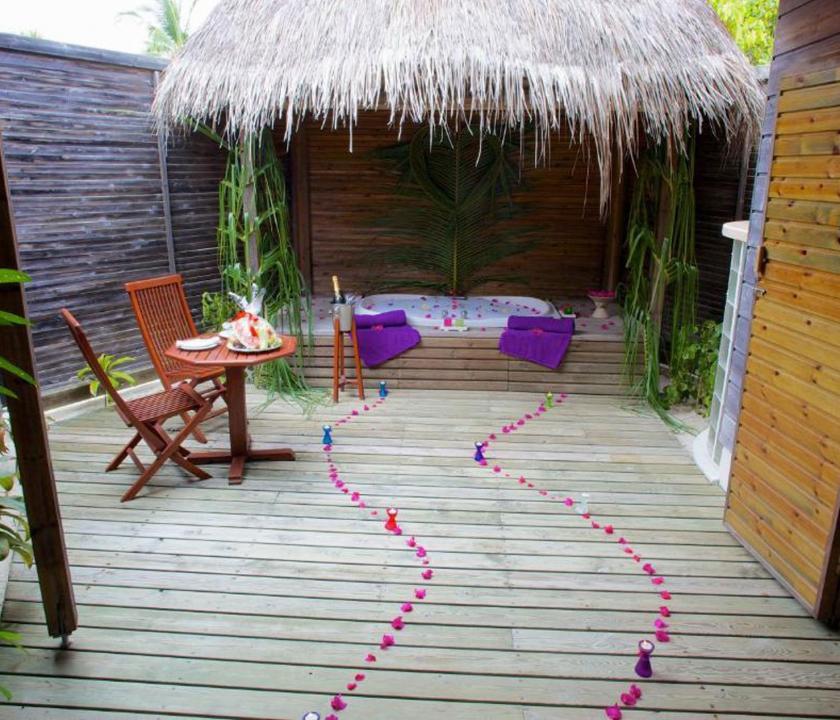 Kuredu Island Resort & Spa / Jakuzzi Beach Villa - jakuzzi (Maldív-szigeteki utazások)